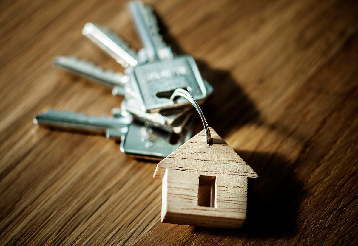 Wooden house keychain with keys, highlighting why to use a mortgage broker