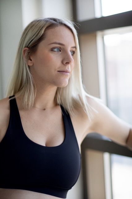Mackenzie is a Barreroom instructor in Kelowna, BC that teaches barre classes online and in studio.