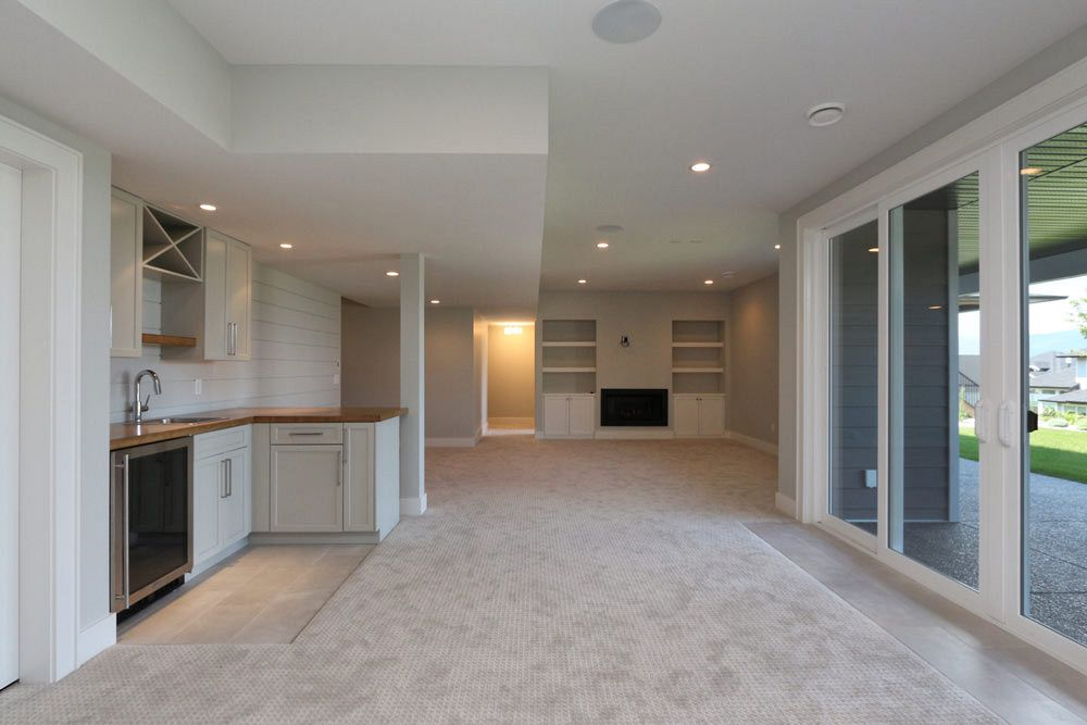 Custom home basement with wet bar at 462 Rockview Lane by Stark Homes